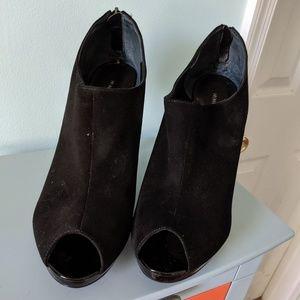 Nine West black suede heels open toe S12m